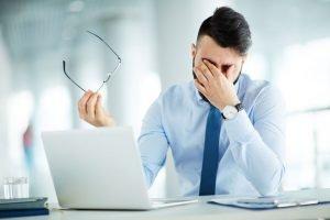Augenprobleme beim Arbeiten am PC – Hilfreiche Maßnahmen gegen müde und trockene Augen