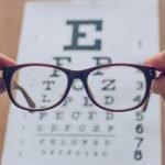 Sehschwäche im Alter: Warum wir immer schlechter sehen und wie wir dagegen vorgehen können
